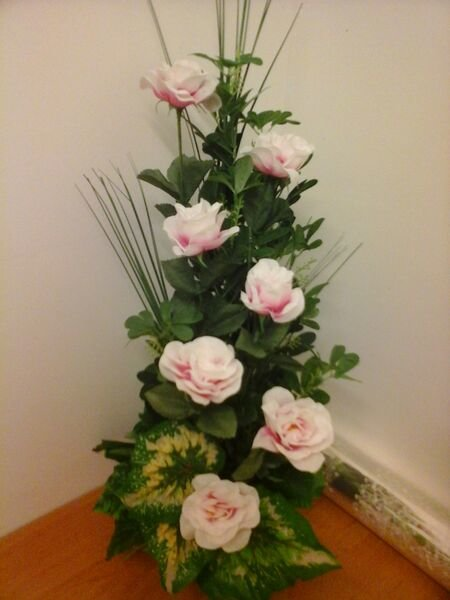 VERTICAL ARRANGEMENT WITH ROSES