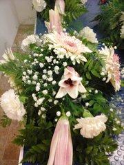 Dinner table flower arrangement