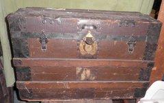 Vintage/Antique Square Trunk B3758