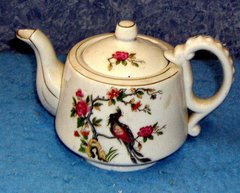 Teapot with Flowers and Bird B3511