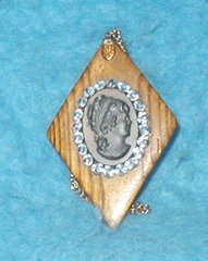 Cameo Necklace - Face on Wood Necklace B3138
