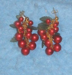 Earring - Red Bead With Green Leaf B3419