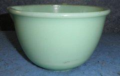 Bowl - Green With Spout B4611