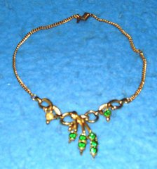 Green Necklace (1 stone missing) B3111