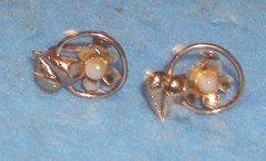 Earrings - Gold With Pearl B3412