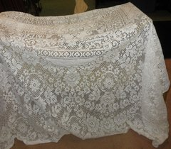 Lace Table Runner B5775