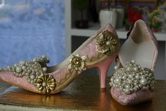 SOLD! 479 Victorian Style Lace Pearl Embellished  Rose  Shoes Size 7,5