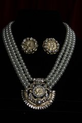 1736 Authentic Chanel Button Pearl NEcklace