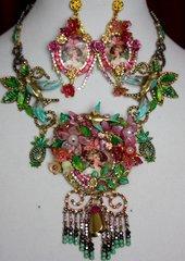 2045 Set Of Marie Antoinette Birds Stunning Necklace+ Earrings