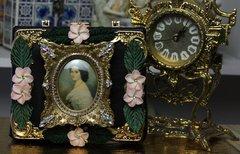SOLD! 465 Victorian Vintage Style Rhinestone Vivid Flower Cigar Box Handbag Trunk
