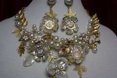 1619 Madam Coco Charms Pearl FLower Gold Leaf SET
