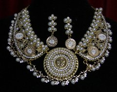 1890 Madam Coco Charms Lion Pearl  Necklace+ Earrings Set