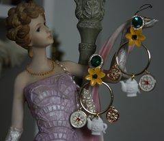 SOLD! 1441 Designer Inspired Teapod Flower Earrings Studs
