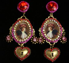 SOLD! 2212 Victorian Vintage Style Cameo Heart Studs Earrings