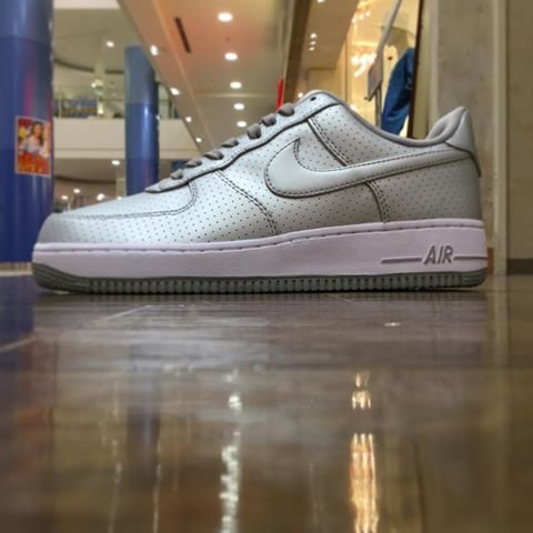 Men's Nike Air Force 1 Low Lifestyle Metallic Silver & White Sneakers