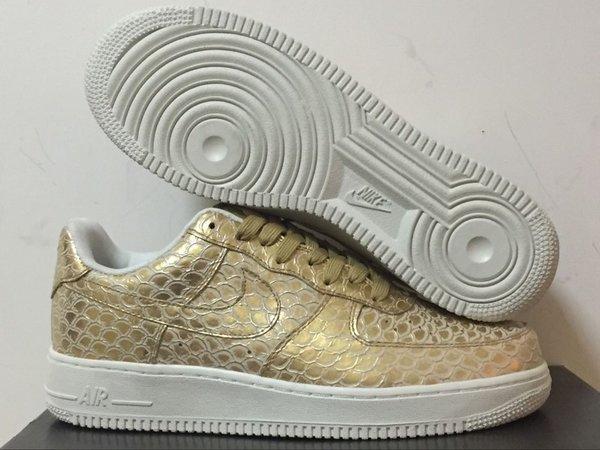 Men's Nike Air Force 1 07 Low Metallic Gold & Summit White Sneakers