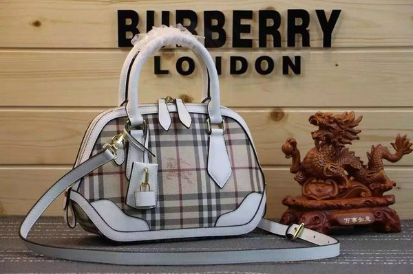 Vintage BURBERRY Horseferry Check and Leather Clutch Handbag