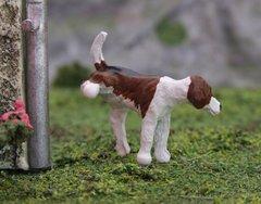 WMA09 Foxhound Dog Cocking-Leg Elmo by HLT Miniatures