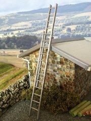 WM056 Extending Ladder 1:32 scale by HLT Miniatures