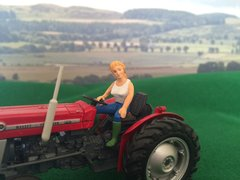 WM083P 'Pammy' Lady Tractor Driver with articulated arm by HLT Miniatures