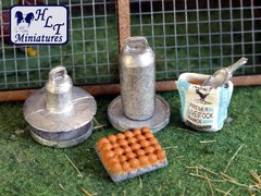 WM071 Poultry Keeping Equipment 1:32 Scale by HLT Miniatures