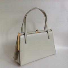 1960s Ivory Leather British Made Vintage Handbag Ivory fabric lining.