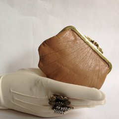 Vintage 1950s Camel Leather Scalloped Coin Purse Brass Frame Soft Fabric Lining