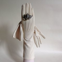 An Unbranded Good Quality Lovely Pair of Ivory 1950s Vintage Wedding Evening Dress Gloves