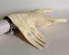 Clotted Cream 1950s Leather Does Skin Vintage Gauntlet Gloves  Size 6.75.