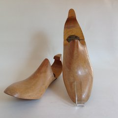 A Pair Of Vintage Wooden Hinged Men's Shoe Trees Size 6.5 E Decor Props Display