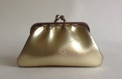 Gold Leather Look Vintage 1950s Coin Purse With Gold Toned Frame & Kiss Clasp