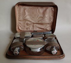 Vintage 1950s 10 Piece Needle Point Decorated Vanity Travel Set In Mushroom Leather Case