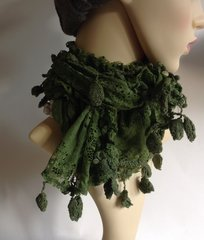Hand Made Green Crinkle Lace Neck Scarf