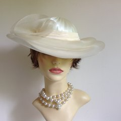 Vintage 1990s C & A Hand Made Ivory & Cream Dress Hat Wedding Derby Church Races