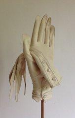 Perrins 1920s Ivory Vintage Court Suede Three Button Evening Glove Size 6.5 XS