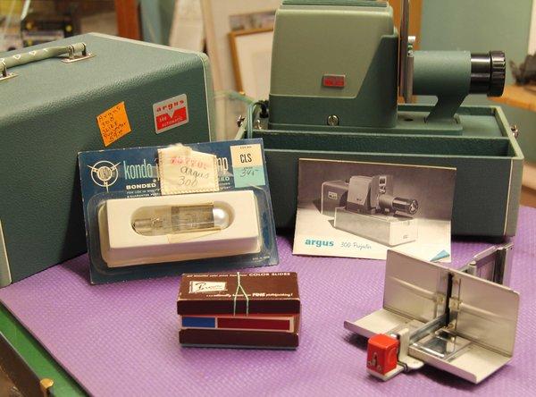 Argus 300 Vintage Slide Projector