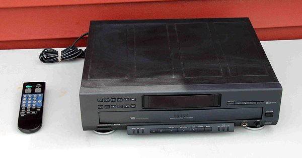 Phillips CDC-926 5 Disc CD Player w/ Remote & Manual