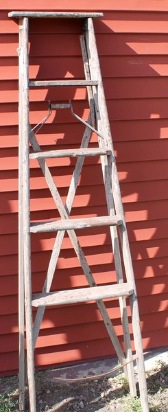 6' Wood Ladder w/ Cross Bracing