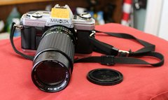 Minolta X-370 35mm SLR Film Camera w/ 80-200mm Zoom Lens