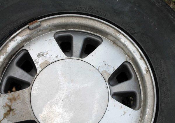 "5 Lug/4 3/4"" Cntr Hole--Aluminum Rims w/ Caps--P235/75R15"