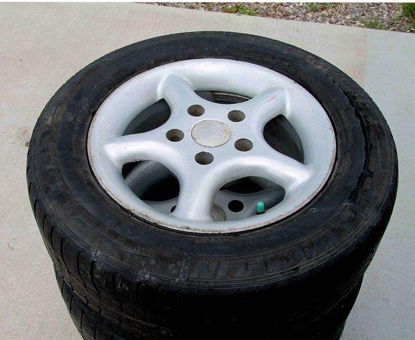 5 Lug American Racing Wheels w/ Michelin185/70R14 Tires x 4