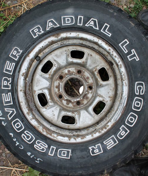 "5 Lug/4 1/2"" Cntr Hole Rim--Chevy S-10--27X8.50R14 Cooper Discoverer Radial LT 30% Tread"