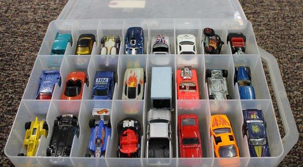 46 Hot Wheels 1968-1998 w/ Case