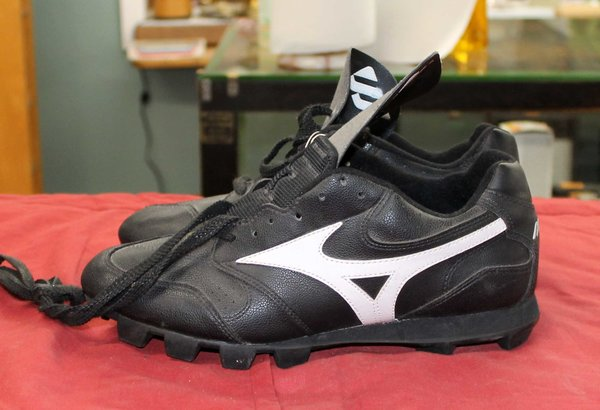 Mizuno Youth Rubber Cleats--size 8