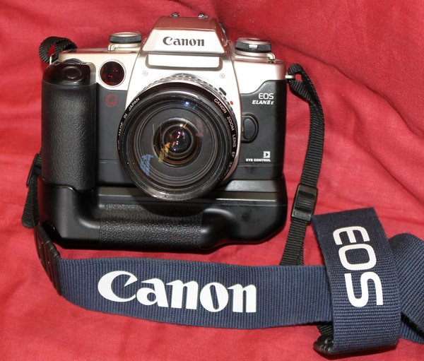 Canon EOS ELAN IIe 35mm SLR Film Camera