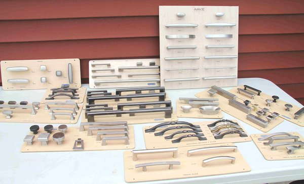 Assorted Cabinet hardware