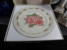 'The Fifteenth Avon Anniversary Plate' Roses