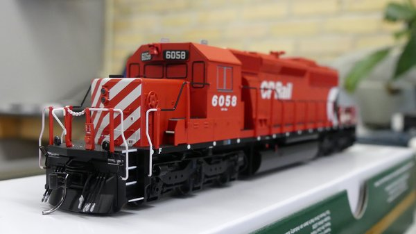Bowser (2nd Release) Ho Scale CP Rail Sm. Multi Mark (B-Unit) SD40-2 DCC & Sound W/Ditchlights