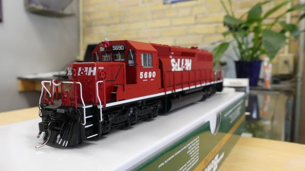Bowser (2nd Release) Ho Scale St Lawrence and Hudson SD40-2 DCC Ready W/Ditchlights