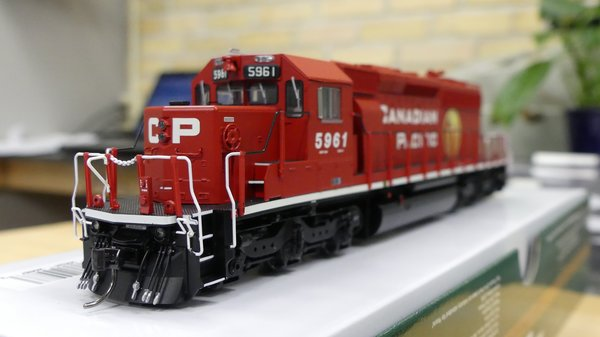 Bowser (2nd Release) Ho Scale Canadian Pacific Golden Beaver SD40-2 DCC & Sound W/Ditchlights